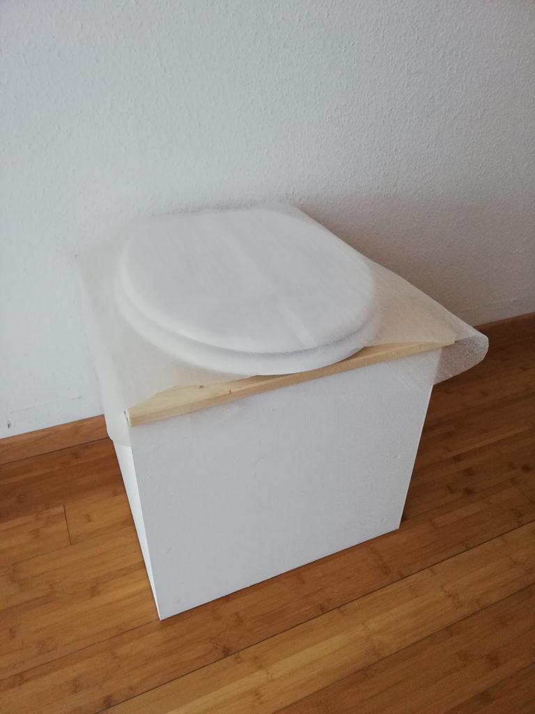 Toilette sèche d'intérieur en bois